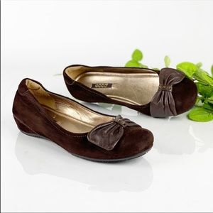 Ecco Brown Suede Ballet Flats Round Toe Bow Top